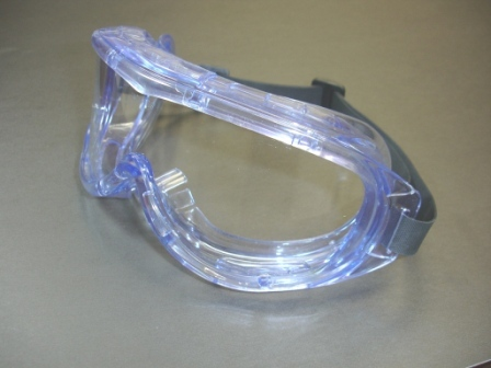 Panoramic splash-resistant goggles